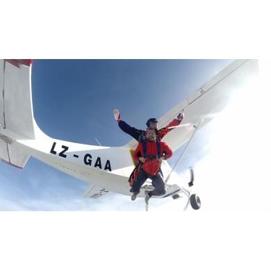 Скок с парашут от 4500м.