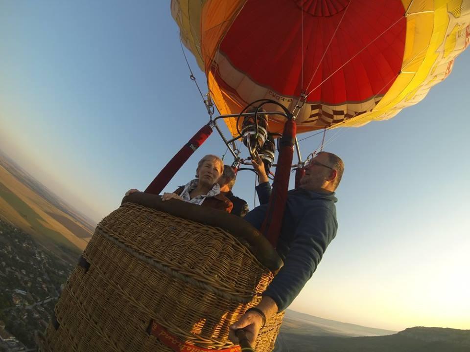ВИП полет с балон за 4 души 60-90 мин. от място по избор (цена на човек)