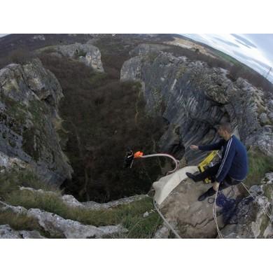 Бънджи скок от пещера